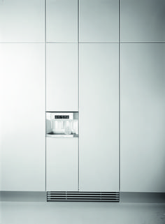 Inspiration from America. In 1990, inspired by the generously-dimensioned freestanding American fridge-freezer combinations, Gaggenau introduces the fully integrated Side-by-Side refrigerator IK 300. It features double-wing doors for easy access to both fridge and freezer compartments, as well as five climate zones, manual humidity controls and a clear ice dispenser.