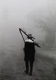 Péter Korniss. Dawn with a scythe Szék (Sic, Romania), 1974. S)
