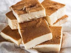 No-bake milk tart squares Here's a beginner version of this traditional treat Cold Desserts, Easy Desserts, Dessert Recipes, Tart Recipes, Baking Recipes, Milktart Recipe, Milk Tart, South African Recipes, Sweet Tarts