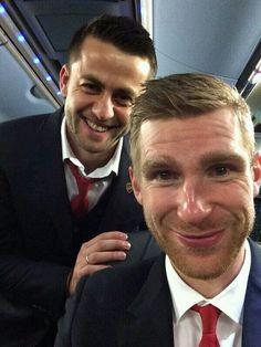 Fabianski and Mertesacker Wembley Stadium, Semi Final, European Football, Fa Cup, Arsenal Fc, Love Affair, World Cup, Nfl, Wigs