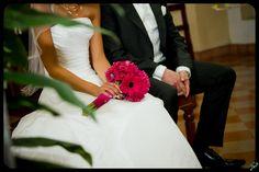 Something different... Strauss aus Gerberas Ibiza, One Shoulder Wedding Dress, Bouquet, Bridal, Wedding Dresses, Fashion, Wedding, Bride Gowns, Wedding Gowns