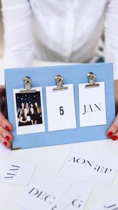 Do it yourself - Desk Diary:  Ready for a little new year's DIY? These selfmade calendars make a wonderful desk diary to keep track of all your memories and plans!