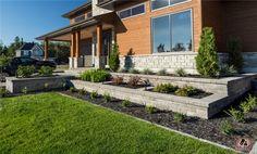 Muret laurentien gris ollaire | Laurentian wallstone soapstone gray. Front Door Landscaping, Backyard Landscaping, House Landscape, Landscape Design, Cheap Plants, Modern Mansion, House Front, Curb Appeal, Door Molding
