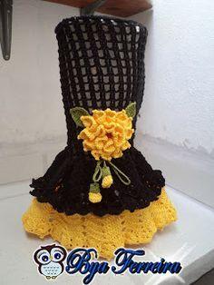 Olá Pessoal!!!  trouxe para vocês o tão pedido passo a passo da capa de liquidificador!  Caso haja dúvidas é só me procurar pois sei que ... Crochet Diy, Crochet For Kids, Crochet Things, Crochet Designs, Crochet Patterns, Crochet Kitchen, Crochet Clothes, Crochet Flowers, Couture