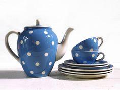 Vintage jolie SET de café bleu à pois blancs par RueDesLouves, $130.00