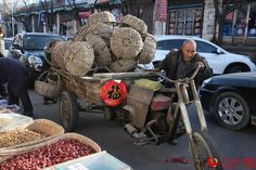 Liu Daolin and his wife prepare to sell the wicker baskets at the Qing Cheng temple market. http://www.chinatraveltourismnews.com/2015/03/wicker-basket-disappearing-folk.html