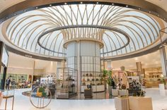Home Decoration Design Ideas Referral: 7891956538 Hotel Lobby Design, Mall Design, Retail Design, Store Design, Interior Columns, Interior Architecture, Shopping Mall Interior, Column Design, Library Design