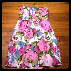 Like new sz medium floral dress perfect for Spring Worn once for Easter last year. Size medium from forever 21. Gorgeous floral print. Forever 21 Dresses Strapless