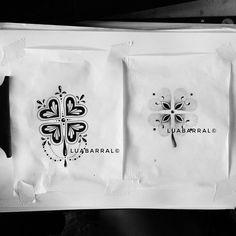 Trevos 🍀 Artes reservadas ⚠ Orçamentos sem compromisso por DM Copiar é roubar do artista. Inspire-se 🎈 . . . . . #trevo #clover #clovertattoo #mandalaart #mandala #dotwork #flashtattoo #flashwork #desenho #tatuadora #recifetattoo #foraTemer
