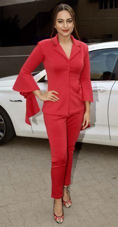 A svelte Sonakshi Sinha turns heads in a red suit. Bollywood Actress Hot Photos, Bollywood Girls, Bollywood Stars, Bollywood Celebrities, Bollywood Fashion, Sonakshi Sinha, Poonam Sinha, Deepika Padukone, Glamour Ladies