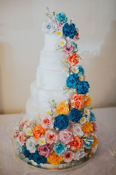 Five tier wedding cake with sugar flowers. Images by Lisa Webb Photography
