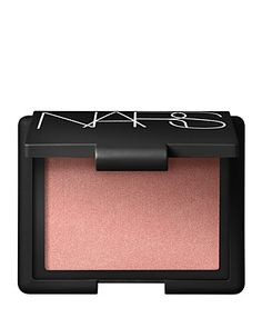 A duo of contouring blush shades to create natural-looking dimension for the face with a lightweight, luminous finish. A deeper shade enhances definition while a lighter shade illuminates the high poi