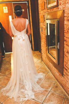 O casamento da nossa linda noivinha Audi é destaque no Vestida de Noiva por Fernanda Floret, vem conferir: www.vestidadenoiva.com Foto por Sobre Nós Dois, tiara Carol Bassi Atelier e wedding dress Atelier Carla Gaspar