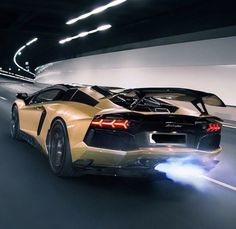 The Lamborghini Huracan was debuted at the 2014 Geneva Motor Show and went into production in the same year. The car Lamborghini's replacement to the Gallardo. Lamborghini Aventador, Carros Lamborghini, Ferrari, Luxury Sports Cars, Sport Cars, Super Fast Cars, Gone In 60 Seconds, Automobile, Upcoming Cars
