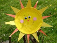 un-soleil-en-assiette-en-papier-peinte-en-jaune-idée-activité-manuelle-maternelle-bricolage-enfant-facile