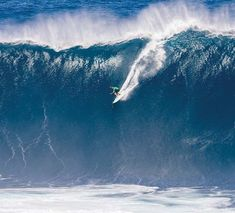 Ian Walsh heads to a victory in the men's division of the Peahi Challenge on Saturday. -- World Surf League photo / TONY HEFF