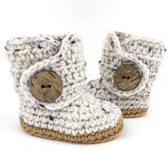 Oats and Honey Gender neutral baby shoes - tweed baby boots - soft soled - unique baby shower gifts - gifts under $30. #Newborngifts, #newborn #baby #babyboy, #babygirl, #genderneutral #genderreveal, #babyclothes, #handmade, #shopsmall, #organicbaby, #cutebabyclothes #babyshoes #babyboots #tweed #handmadebabyclothes #bohobaby #mountainbaby #washingtonbaby #oregonbaby #pnwbaby #eastcoastbaby #westcoastbaby #trendybaby #momblogger #mommyblogger
