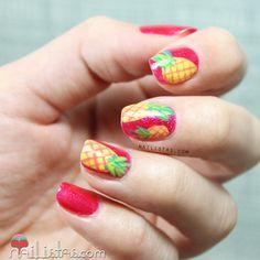 Uñas decoradas con frutas: piñas tropicales | Pineaple nail art http://www.nailistas.com/
