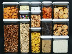 20 besten Pantry-Organisatoren A disorganized pantry is a kitchen nightmare. Turn your cluttered kitchen pantry (or kitchen cabinets) into a storage dream with these great pantry organizers. - Own Kitchen Pantry Kitchen Pantry, Diy Kitchen, Kitchen Dining, Kitchen Cabinets, Kitchen Jars, Kitchen Labels, Kitchen Stickers, Reface Cabinets, Dining Room