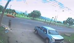 Você acredita que nosso corpo é muito mais que apenas sua matéria física? Se sim, as imagens de um acidente automobilístico em Phibun Songkram, na Tailândia, vão te impressionar.