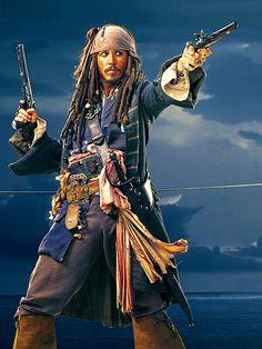 """Sparrow, Capitán Jack Sparrow. Johnny Depp en""""Piratas del Caribe: La Maldición de la Perla Negra"""" (Pirates of the Caribbean: The Curse of the Black Pearl), 2003"""