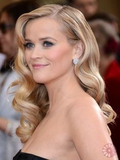 Reese Witherspoon rocks her old style hollywood hair down the red carpet.