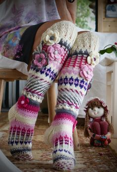 Anelmaiset from Ravelry Fair Isle Knitting, Knitting Socks, Hand Knitting, Knit Socks, Crochet Slippers, Knit Crochet, Knitting Projects, Crochet Projects, Knitting Patterns