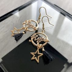 Boucles d'oreilles or pendentif hope avec étoile et petit pompon noir Bracelets, Drop Earrings, Boutique, Jewelry, Fashion, Pom Poms, Feathers, Jewelry Designer, Ears