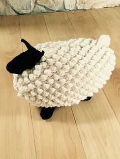 I LOVE this sheep!!! Made just a few modifications l knit 4 legs and sewed on. Legs: co 6 using circular cast on increased to 30 sts then knit for 25 rows.