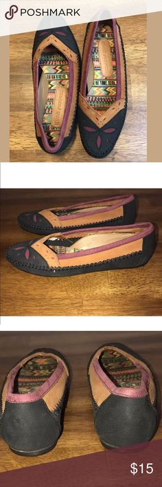 Hush Puppies Suede Slip On Shoes Size 6 Like New Hush Puppies Shoes Flats & Loafers