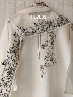 Embroidery On Kurtis, Kurti Embroidery Design, Embroidery On Clothes, Embroidery Dress, Fabric Paint Designs, Stylish Dress Designs, Painted Clothes, Stylish Girls Photos, Patched Jeans
