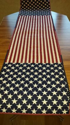 free pattern day patriotic and flag quilts pinterest flag quilt rh pinterest com Modern Quilted Table Runners Quilted Table Runner Patterns