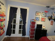 Toddler airplane themed room