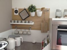 Binnenkijken bij plonk - Zelf gemaakt wandbord in de keuken zo mooi met mijn IB Laursen servies