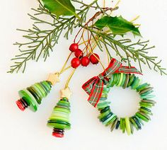 Xmas button ornaments by TamidP Christmas Buttons, Diy Christmas Ornaments, Homemade Christmas, Christmas Projects, Holiday Crafts, Christmas Decorations, Ornaments Ideas, Christmas Boxes, Christmas Ideas