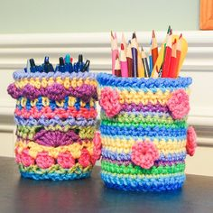 Free mason jar cozy pattern ... perfect for brightening up your desk or adding some color to your organizing.