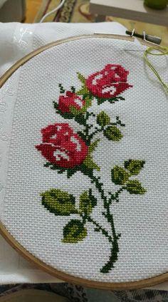 Cross Stitch Rose, Cross Stitch Flowers, Cross Stitch Embroidery, Hand Embroidery, Cross Stitch Designs, Cross Stitch Patterns, Le Point, Fabric Painting, Needlepoint