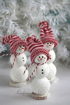Cute Snowman Decoration - All Free Christmas Crafts- Free Christmas Crafts for DIY Decorations, Gifts and More - Christmas Craft Projects, Handmade Christmas Decorations, Christmas Ornament Crafts, Snowman Crafts, Noel Christmas, Simple Christmas, Holiday Crafts, Christmas Gifts, Snowman Ornaments
