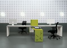 Tre X shaped office desk with green table / ORDER NOW FROM SPACEIST
