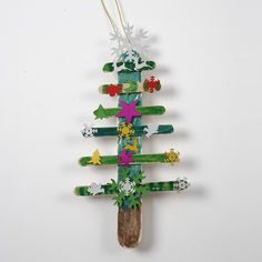 A Christmas Tree made from painted Ice Lolly Sticks with Sequins Christmas Tree Decorations For Kids, Diy Christmas Tree, Christmas Ornaments, Holiday Decor, Craft Projects, Crafts For Kids, Arts And Crafts, Vides, Diy Weihnachten