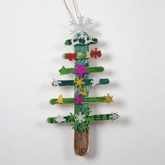 Juletræ af malede ispinde med pailletter