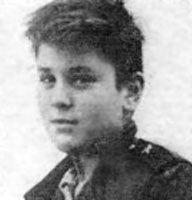 Aug 17, 1943: Robert De Niro born dingeengoete.blogspot.com http://www.incdef.com/neo%27s%2520hollywood%2520corner/starpics/robertdeniro.jpg