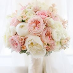 12 Stunning Wedding Bouquets - 33rd Edition (Mirelle Carmichael Photography)