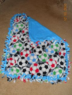 No Sew Soccer Blanket for Hayden No Sew Blankets, Baby Blankets, Cold Game, Picnic Blanket, Outdoor Blanket, Pinterest Projects, Baby Sewing, Afghans, Baby Room