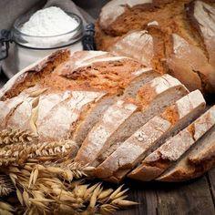 """Bauernbrot - das beste Rezept - """"Brot backen ist ganz einfach - mit unserem Rezept für Bauernbrot, Step für Step erklärt. Sauerteig macht's saftig, gemischte Kerne sorgen für den nötigen Biss."""""""