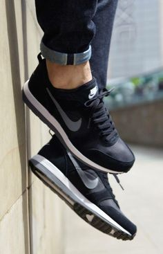 Nike Archive '75 - Tags: sneakers, low-tops, black, gray, on feet, cuffed raw denim