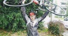 Rennrad Bikepacking Für unseren Trip von Linz nach Innsbruck musste dann doch ein bisschen mehr als üblich mit dem Rennrad transportiert werden. Ein Rucksack sollte es für die 160 Tageskilometer nicht sein den unser Allerwertester würde ohne das zusätzliche Gewicht sicher auch genügend schmerzen. Dafür habe ich mangels Verfügbarkeit in mehreren Online Shops und auf Willhaben Taschen zusammen getragen die funktionieren könnten. Topeak Frontloader 8L Das geniale an der Topeak Tasche ist dass… Online Shops, Innsbruck, Frame, Linz, Road Racer Bike, Picture Frame, Frames