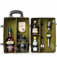 A bit too involved - but cool. Tipplesworth Old Fashioned Cocktail Case - at HN Christmas Gift Kits, Wine Packaging, Pretty Packaging, Packaging Ideas, Portable Bar, Happy Hour Drinks, Drinks Cabinet, Old Fashioned Cocktail, Bar Drinks