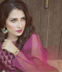 Ufff stunning looks Pakistani Formal Dresses, Pakistani Girl, Pakistani Actress, Eid Dresses, Fashion Dresses, Look Fashion, Fashion Beauty, Ayeza Khan, Mahira Khan
