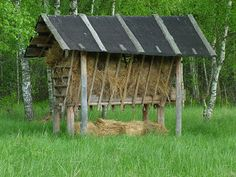 DIY hay manger for horses